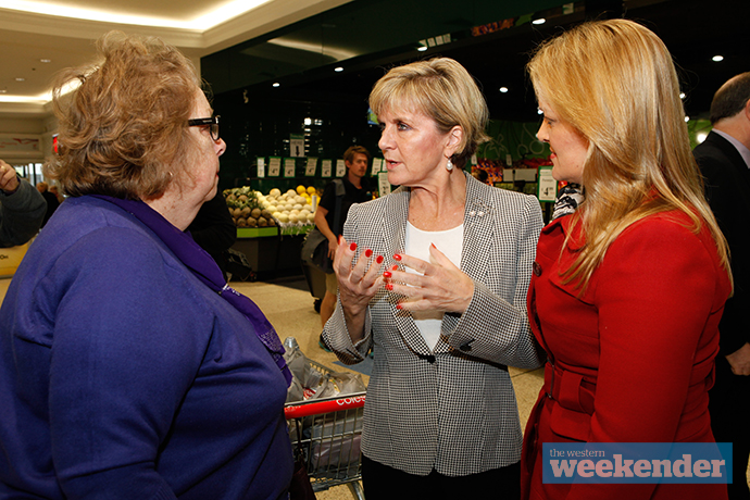 Julie Bishop and Fiona Scott speaking with local shoppers. Photo: Melinda Jane
